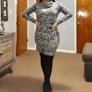 Old Navy Black/White Sweater Dress Size S